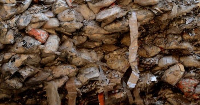 Голямо количество загробен опакован боклук с неясен произход е открит