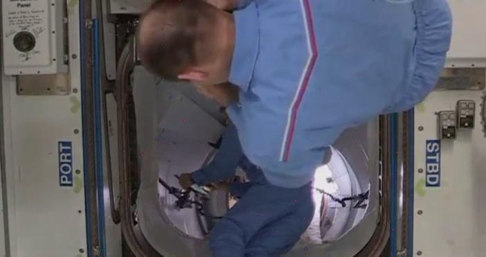 Кадри на живо от борда на Международната космическа станция, с