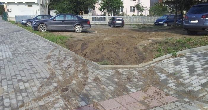 Редактор: Веселин Златковe-mail: veselin_zlatkov_petel.bg@abv.bgЗелена площ или паркинг? На много места