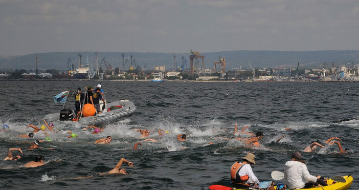 За първи път в историята на плувния маратон Галата -