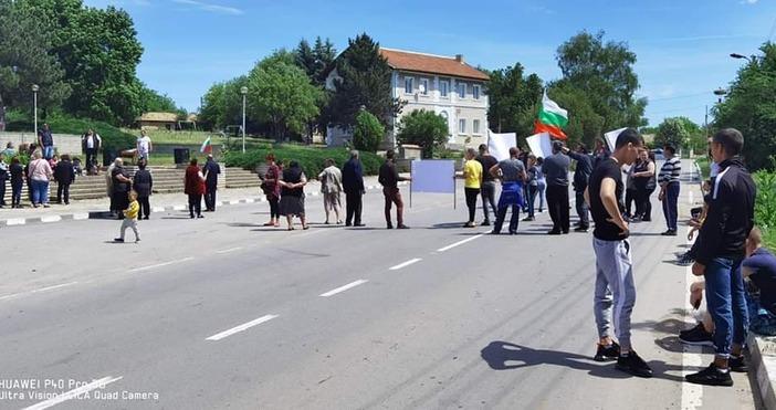Въпреки натиска върху населението, на протеста в село Добротич се
