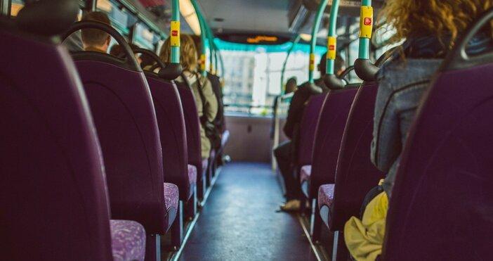 Снимка: pixabayАвтобус с петима пътници, пътуващ по линията Пещера –