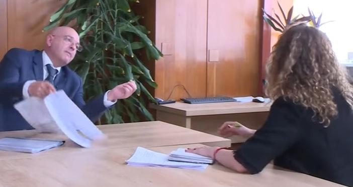 Кадър ТВ1Бившият депутат от БСП Страхил Ангелов даде началника на