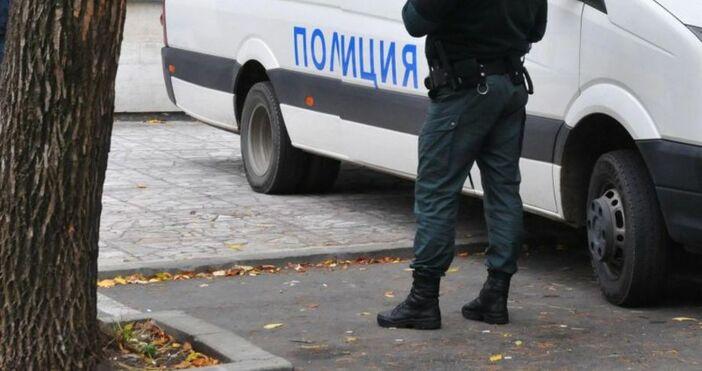 Снимка БулфотоОколо 40 служители от МВР и Гранична полиция гониха
