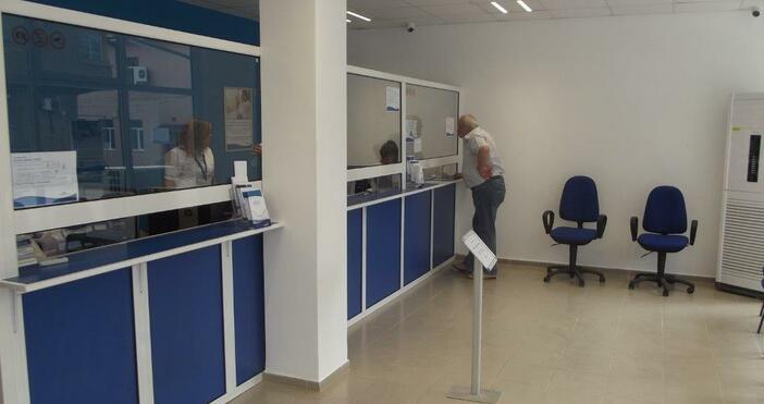 ЕНЕРГО-ПРО посрещна вчера първите клиенти в нов Център за обслужване