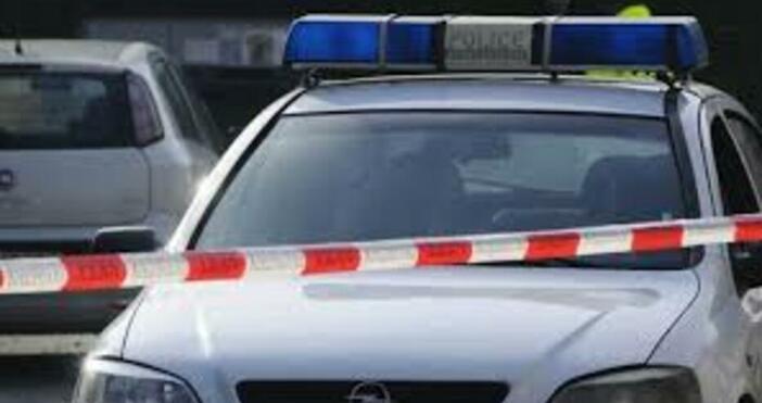 Снимка Булфото75-годишният мъж и 43-годишният му син са предадени на