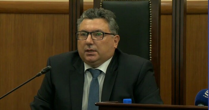 БНТГоворителят на главния прокурор Сийка Милева, наблюдаващият прокурор Георги Николов