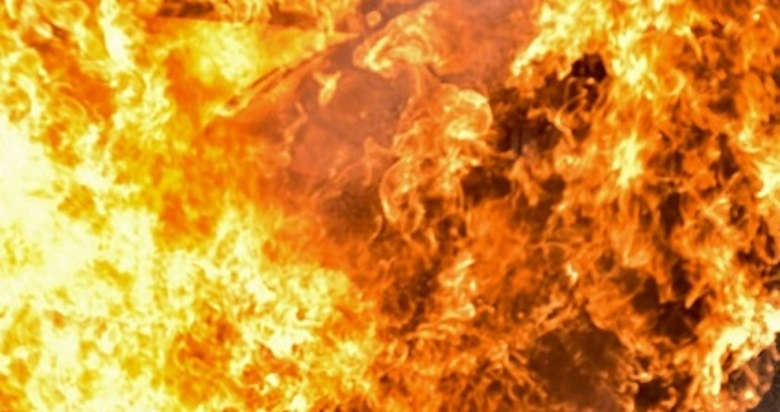 Снимка PexelsКола с газова уредба се самозапали на входа на