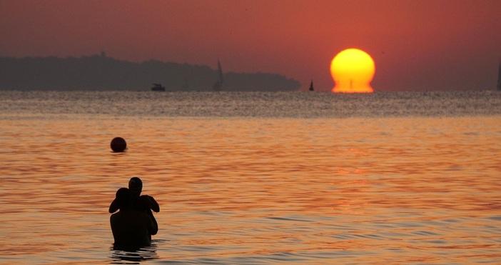 снимки:Любомир Бенковски - Бенджи/БулфотоВсе по-малко хора посрещнат изгрева за хипарския
