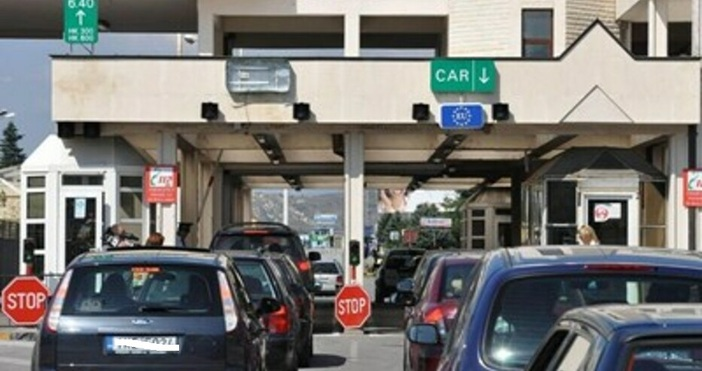 Здравните власти в съседна Гърция засилиха проверките за влизане от