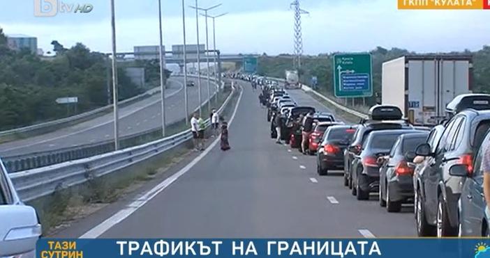 Редактор:Александър Дечевe-mail:alexander_dechev_petel.bg@abv.bgКадър: БТВОгромна опашка от 15 километра се е извила