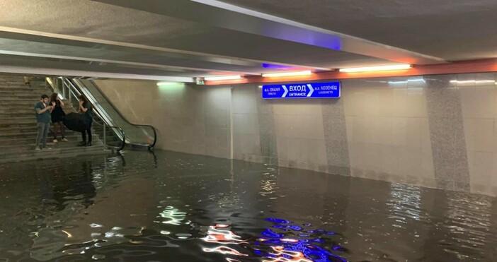 кадър: ФейсбукСилен дъжд, придружен с много гръмотевици, се изля над