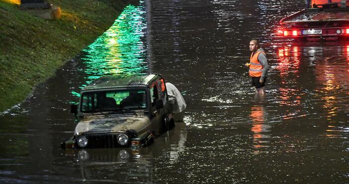 Снимка: БулфотоПроливен дъжд в някои райони, придружен и от градушка,