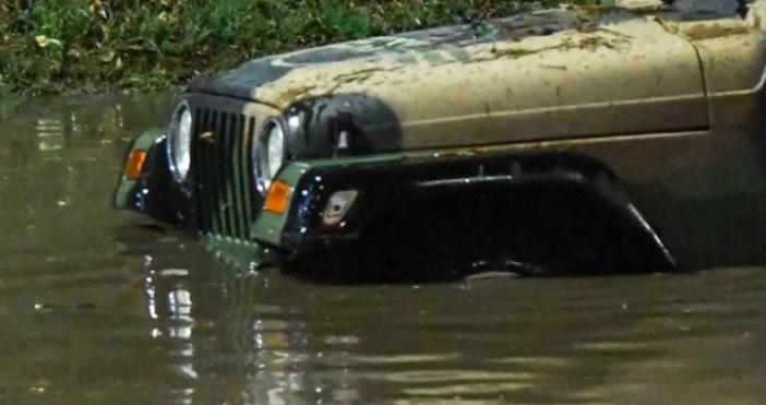 Снимка БулфотоДесетки автомобили пострадаха след поройния дъжд в София. Беше