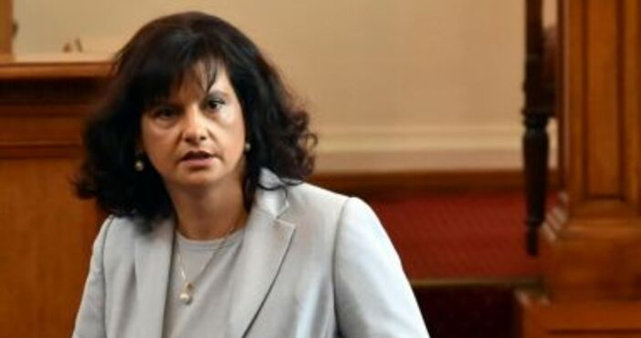 Снимка БулфотоШефката на парламентарната група на ГЕРБ отвърна на критиките