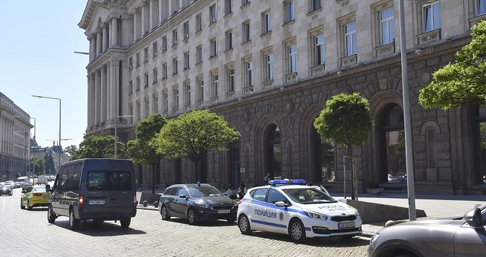 Специализираната прокуратура извършва претърсвания в два кабинета в Президентството, които