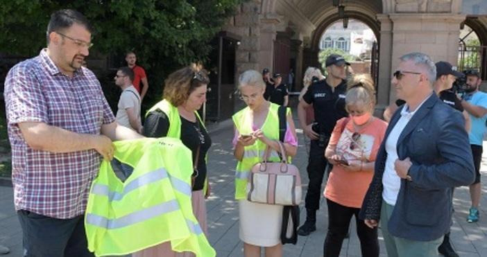 БулфотоАдвокат Николай Хаджигенов, Арман Бабикян и още десетина души засега