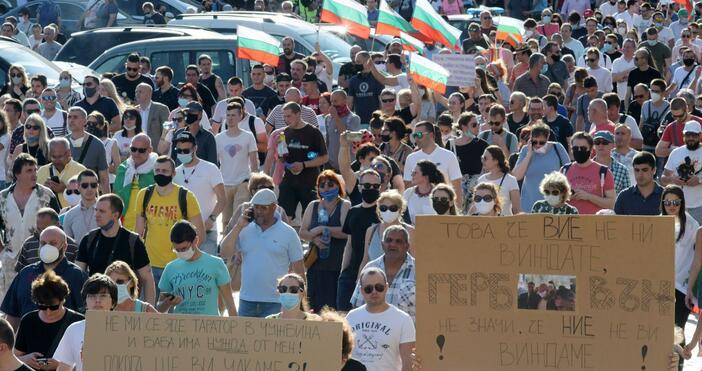Снимки: БулфотоМногохилядният протест в София отново е пред сградитена Министерския