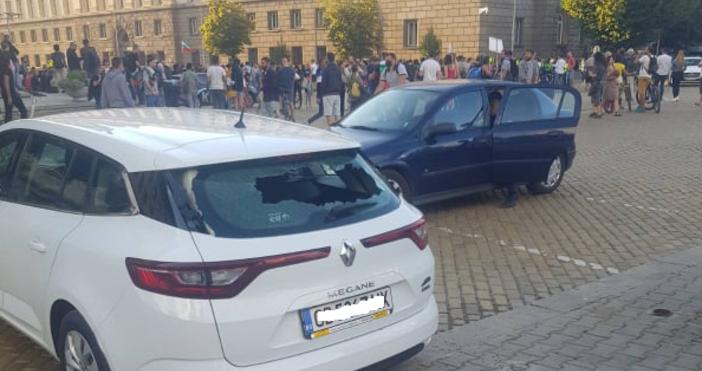 Кадър: luboslovie.bgКола на Нова Тв е разбита днес в София.На