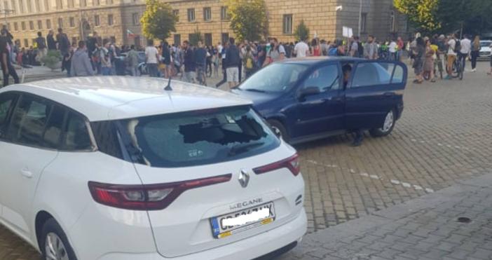 Мъжът, който е задържан за счупеното задно стъклона кола в