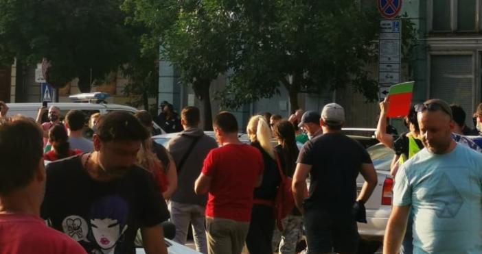 """Снимки и видео: """"Петел""""Участниците в най-големия протест срещу правителството във"""