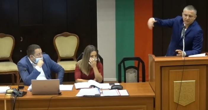 Кметът Портних изнесе слово по време на скандалната сесия на
