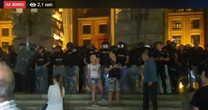 Исторически момент сега на протеста в София, предава репортерът на