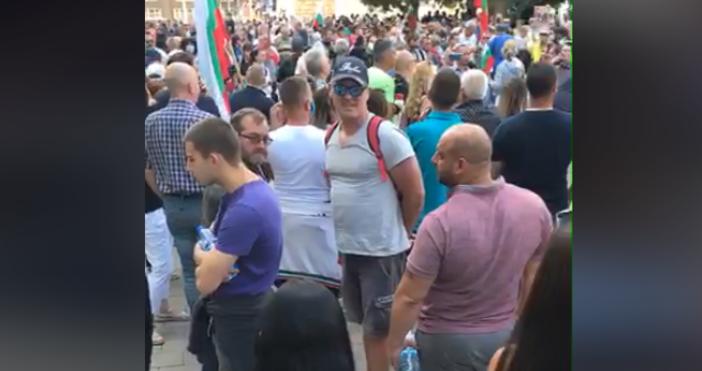 Снимка: offnews, фейсбукЗа шести пореден денсе провеждат протести в София