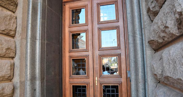 Снимки БулфотоИма сериозни поражения по сградата на Народно събрание 2