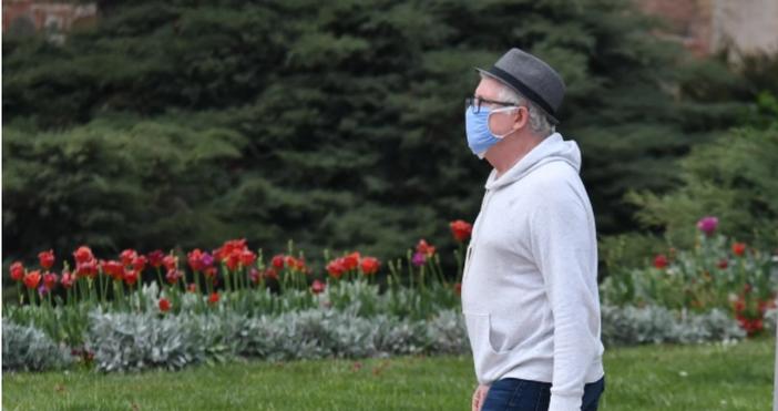 Снимка: Булфото,архивНосенето на предпазна маска в оживени открити пространства вече