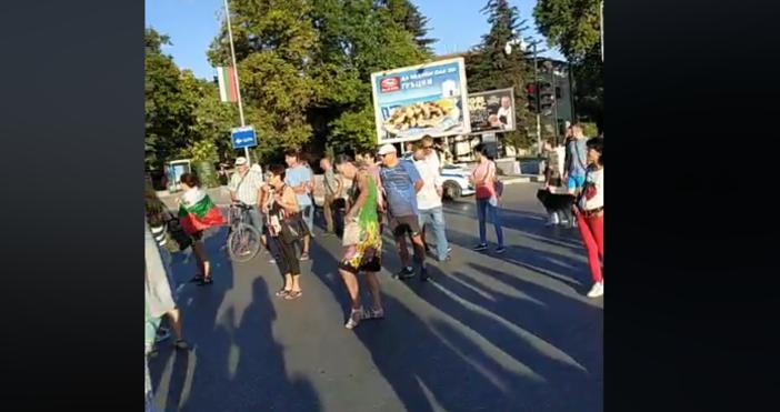 """Снимка и видео: """"Варна сега""""Хората от поредния антиправителствен протест във"""