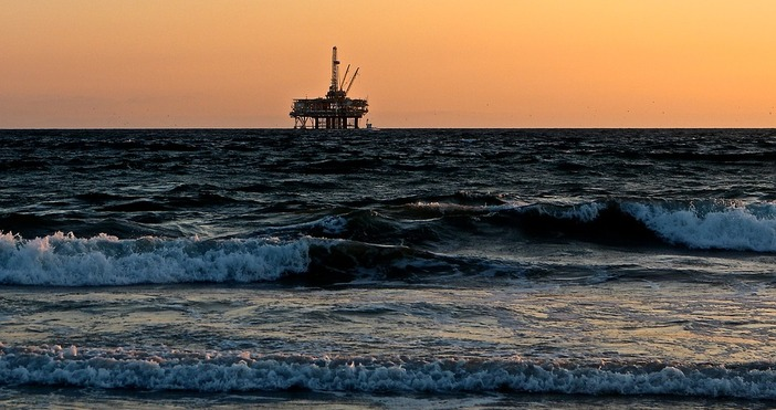 снимка:pixabay.comЦените на петрола ускориха растежслед новината за експлозията в пристанището
