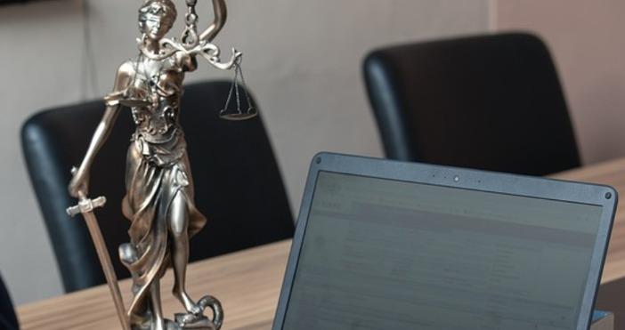 Редактор: Веселин Златковe-mail: veselin_zlatkov_petel.bg@abv.bgснимка PixabayПравят се опити адвокатите да бъдат