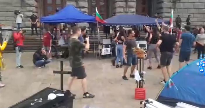 Трийсет минути преди обявеният начален час на протеста в София