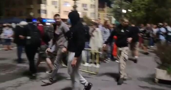 снимка и видео:Миролюба Бенатова, фейсбукНовата блокада на Орлов мост е