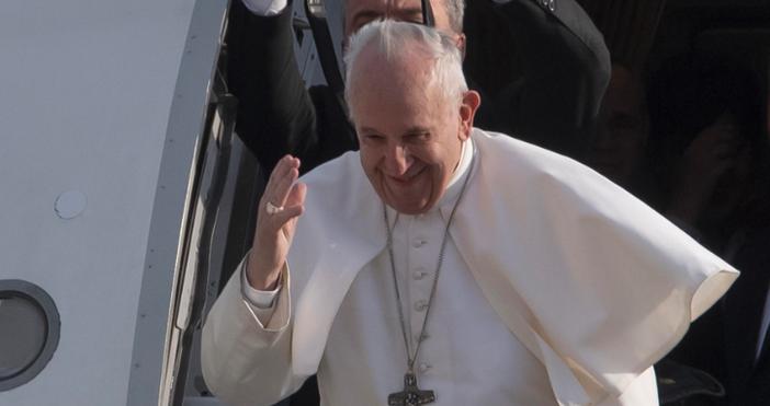 снимка БулфотоПапа Францискдари 250 000 евро на ливанската църква, за