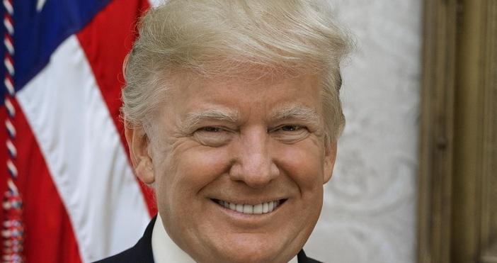 Снимка Уикипедия Доналд Тръмп подписа серия от укази за помощ