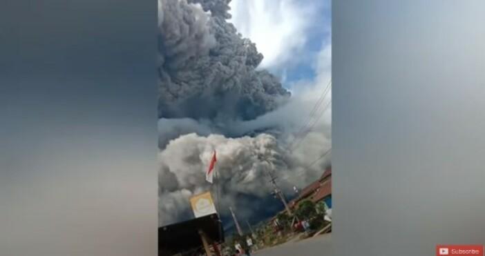 nauka.offnews.bgкадър и видео:chave weather - daily videosВулканът Синабунг на индонезийския