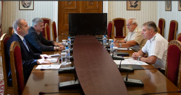 Снимка: Прессекретариат на държавния главаДържавният глава и върховен главнокомандващ на