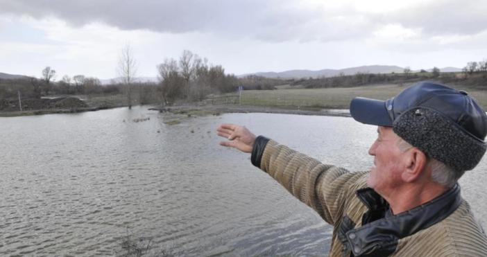Снимка: БулфотоМинистърът на околната среда и водите Емил Димитров посети