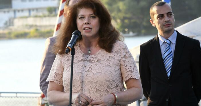 Снимка: БулфотоВъв Велики Преслав вицепрезидентът Илияна Йотова коментира протестите. Според