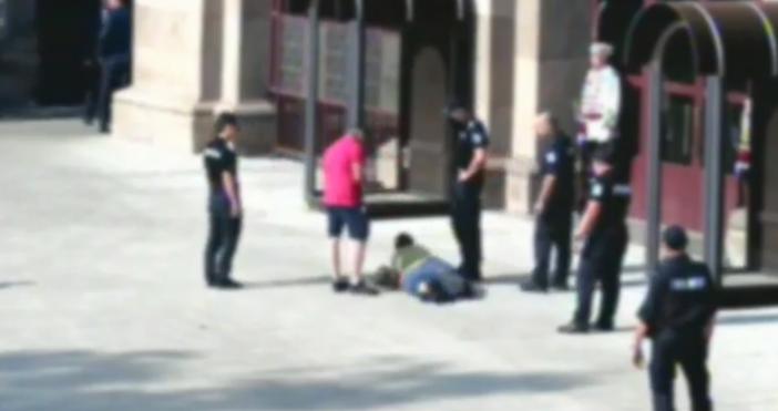 Снимка: Булфото61-годишна жена се е опитала да нахлуе в сградата