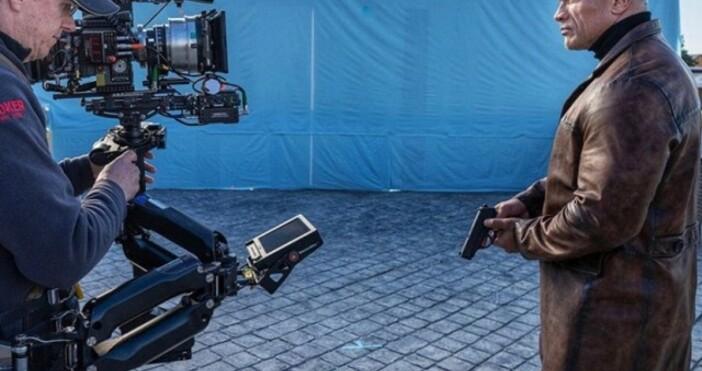 profit.bgfacebook.com/pg/DwayneJohnsonАдам Сандлър спечели 5 млн. долара от единствения си филм