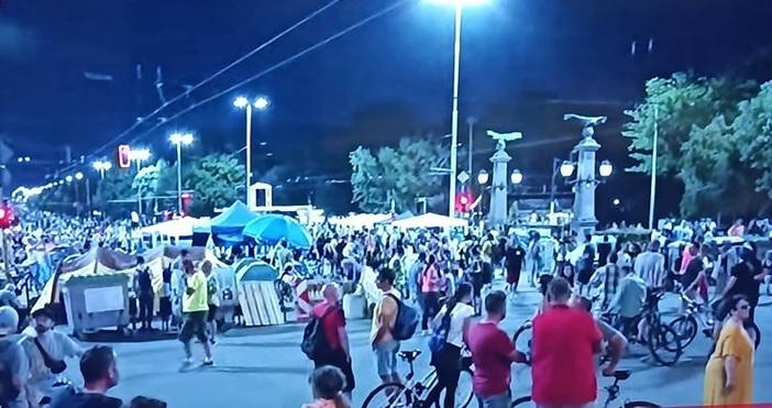 Кадър: БСТВПродължават протестите срещу правителството и главния прокурор. Организаторите обявиха
