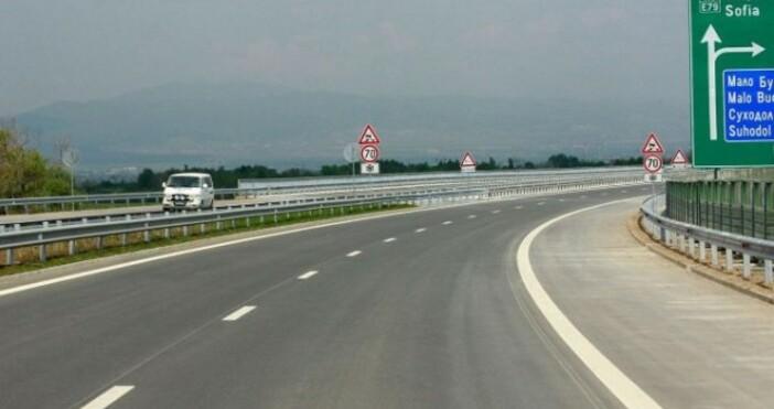 БНРснимка: БулфотоДвамамъже от Свиленград са тръгнали пеша към София. Те
