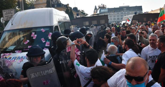 снимка БулфотоСигнал за това, че протестиращи са спирани за проверки