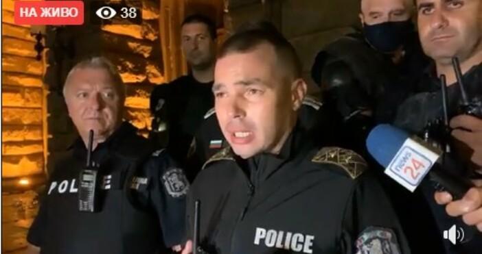От полицията в момента дават извънреден брифинг за протеста днес.Съобщава