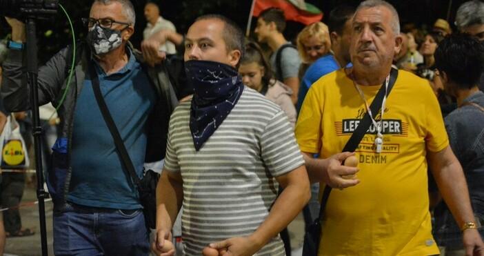 Снимка: БулфотоЗа 75-а поредна вечер протестиращи започнаха да се събират