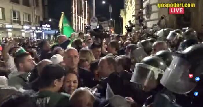 кадър и видео: Иво Божков, булфотоНапрежение в момента на протеста