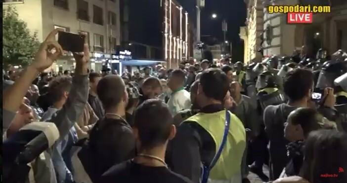 кадър и видео: Иво Божков, youtubeИ в този момент не